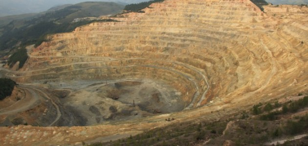 Roșia_Poieni_open-pit_copper_mine1